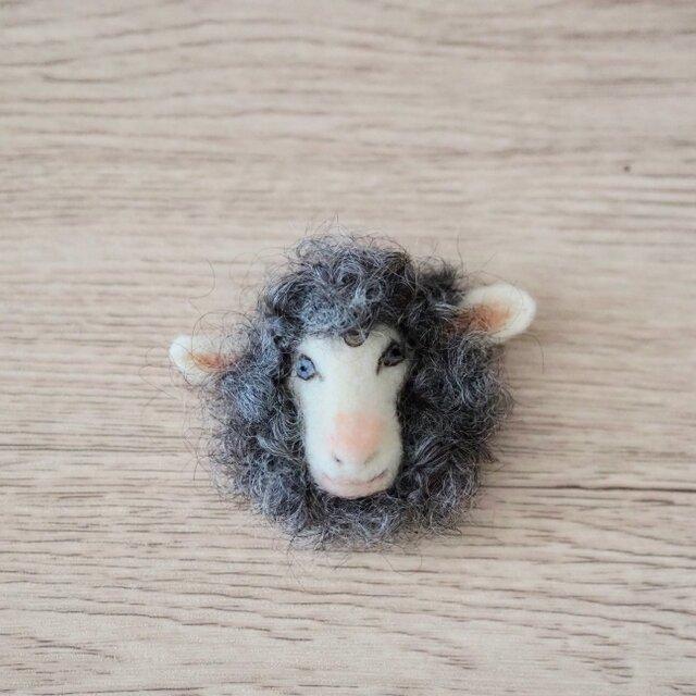 羊の顔ブローチの画像1枚目