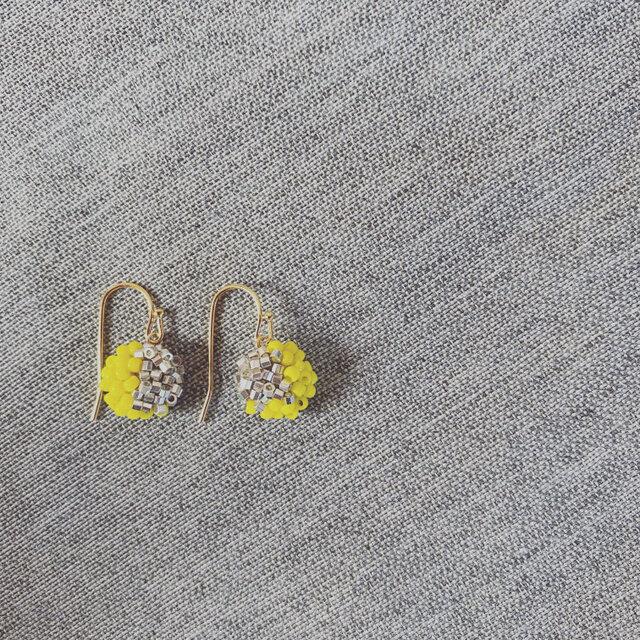 【011】K14GF 刺繍ビーズピアスの画像1枚目