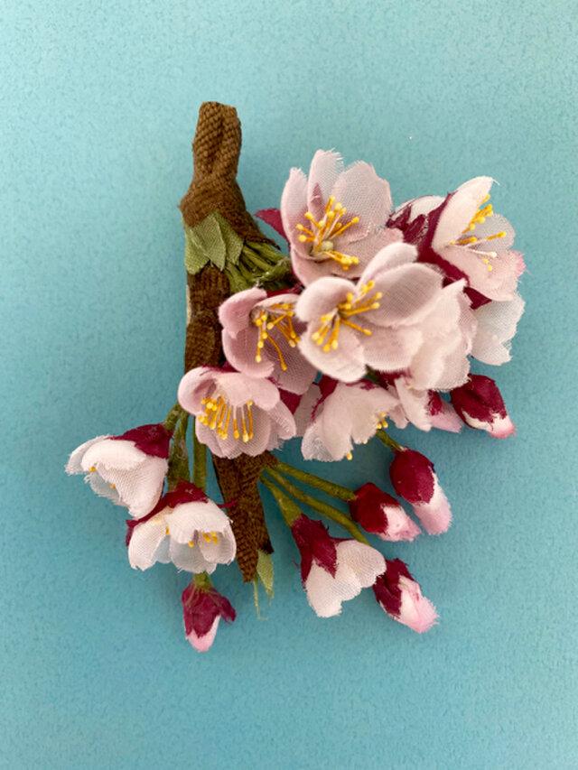 布花 枝付き桜のコサージュの画像1枚目
