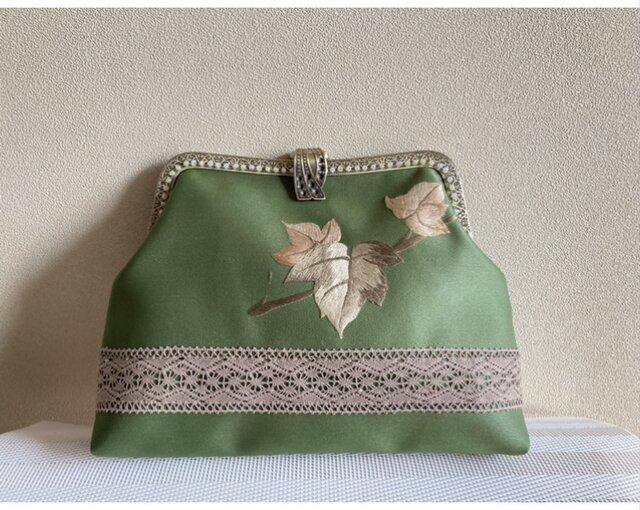 かぶせ口金バッグ・抹茶色 ぶどうの葉 刺繍帯地の画像1枚目
