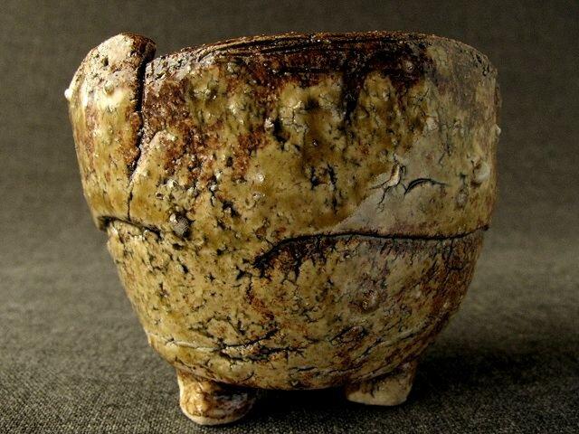 陶器 酒器 足付伊羅保ぐい呑み 陶芸家オリジナル(9)の画像1枚目