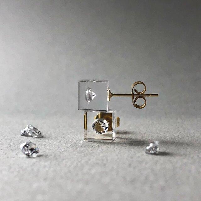 キュービックジルコニア 耳元に浮かぶピアス ゴールドカラー(ギフト, 誕生日プレゼント, ギフトラッピング, お呼ばれ)の画像1枚目