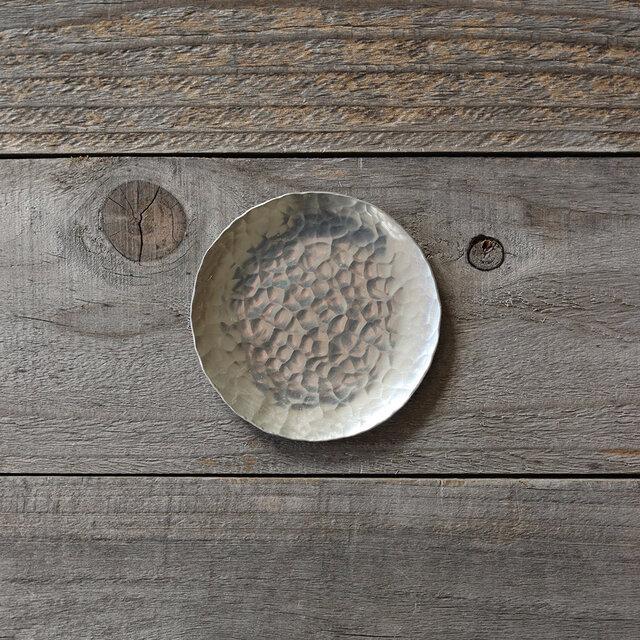 鎚目模様の豆皿 [ 錫銀 ]の画像1枚目