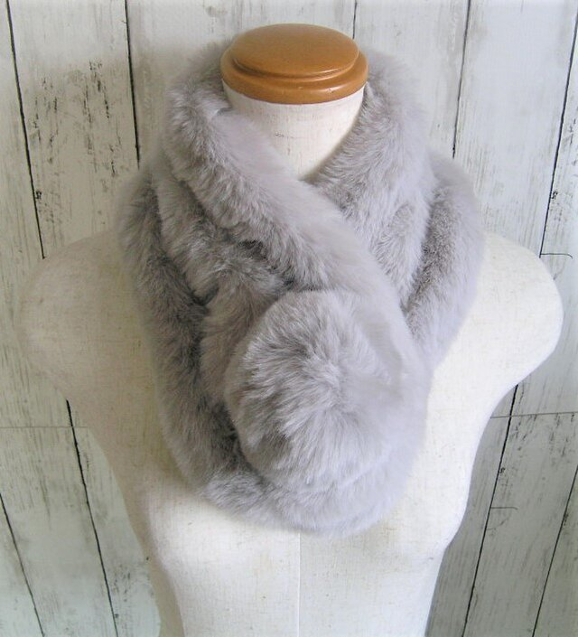 ¶ new antique fur ¶ エコファーデザインマフラー◆ライトグレーの画像1枚目