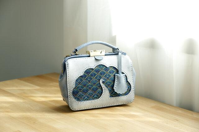 【孔雀】がま口バッグ 本革手作りのレザーショルダーバッグ 総手縫い 手持ち 肩掛け 2WAY 鞄 大の画像1枚目