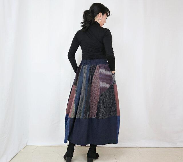 再販☆手織り綿絣、後ろ姿も可愛いパッチワークロングスカート、インディゴ、オールシーズンの画像1枚目