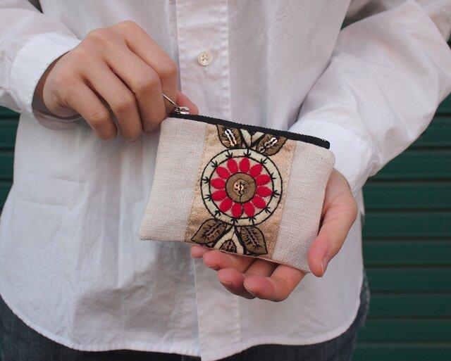 Red Flower 刺繍 ブレード ポーチ Sサイズの画像1枚目
