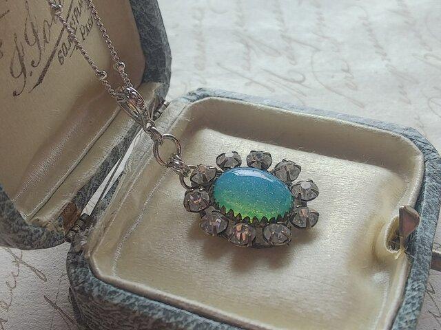 ヴィンテージ Sea-Blue Opal(約14×10㎜/Clear-Glass10粒(約4㎜) ネックレスの画像1枚目