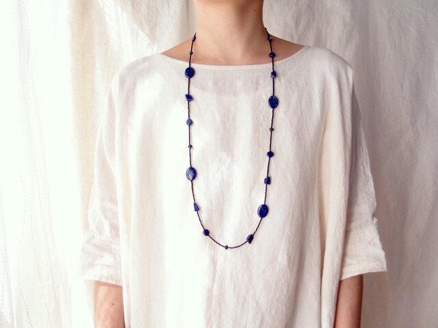 送料無料 ラピスラズリのステーションネックレス/lapis lazuli × glass beadsの画像1枚目