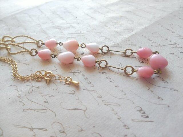 ヴィンテージ White & Pink 貝のように美しい ほのかなGlass ロングネックレスの画像1枚目