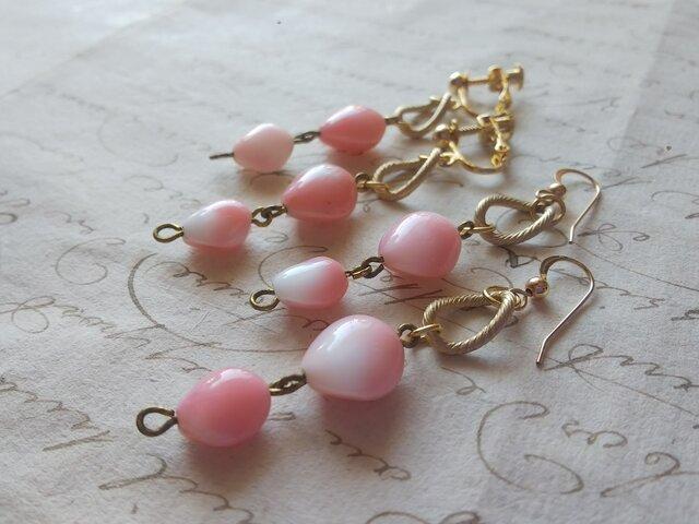 ヴィンテージ White & Pink 貝のように美しい ほのかなGlass イヤリングorピアスの画像1枚目