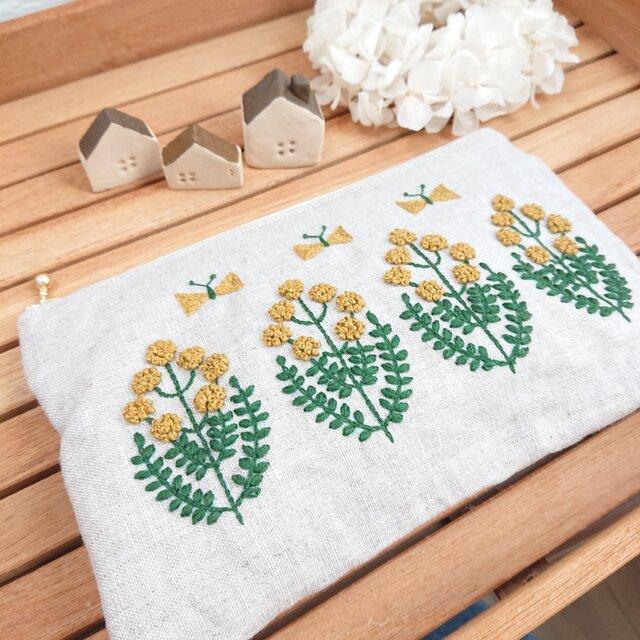 [再販×多数]丸洗いできる予備マスクポーチ   リネン   ミモザカラーの刺繍(通帳やペンも入るサイズ)の画像1枚目