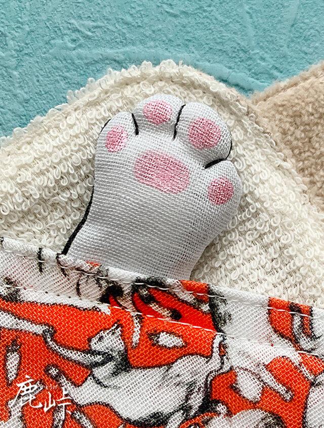 にゃん密 猫の手ハンカチ(オレンジ系)の画像1枚目