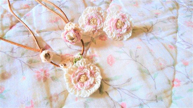 【送料無料】総手縫いの刺繍アクセサリーセット(ホワイトローズ)の画像1枚目