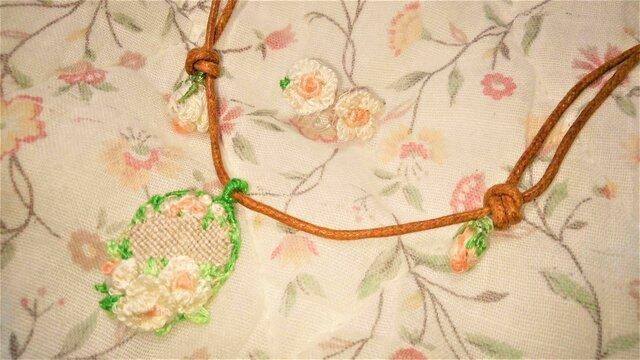【送料無料】総手縫いの刺繍アクセサリーセット(ベビーローズ)の画像1枚目