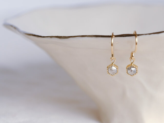 Spring Petals Diamond Earringsの画像1枚目