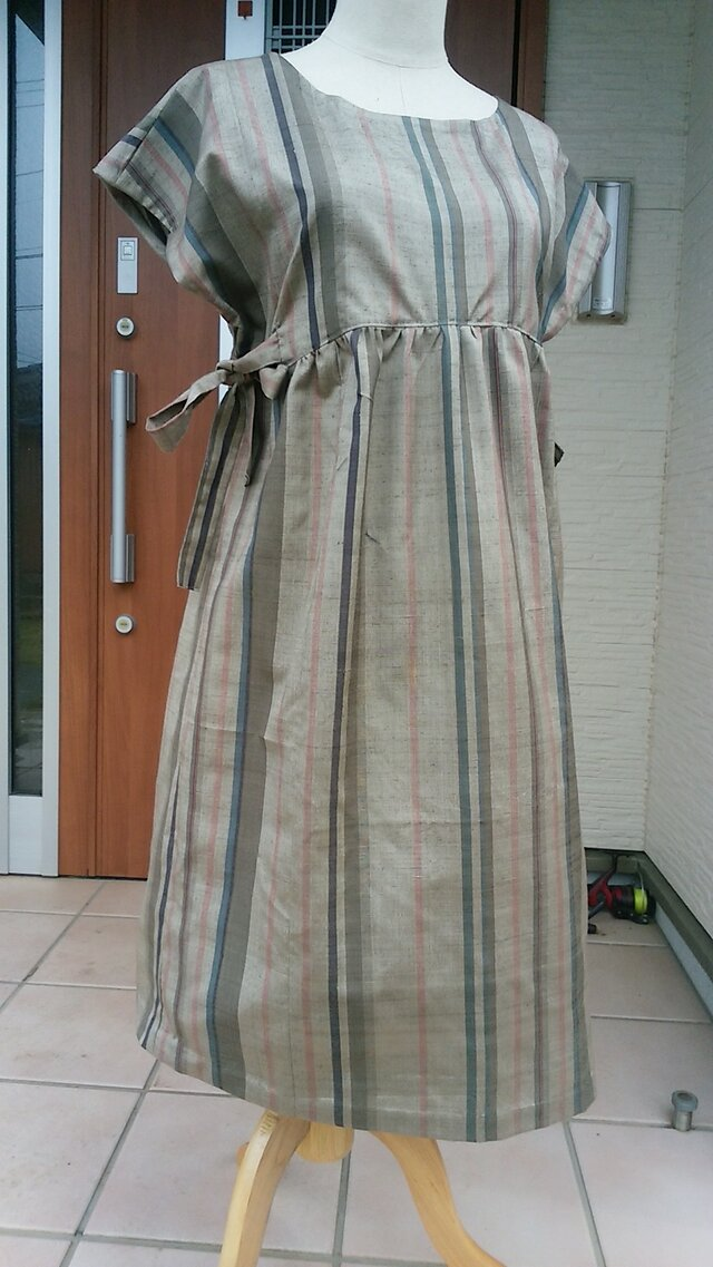 着物リメイク ふんわり優しいフレンチスリーブワンピース 絹。の画像1枚目