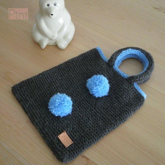 毛糸ボンボンミニバッグの画像1枚目