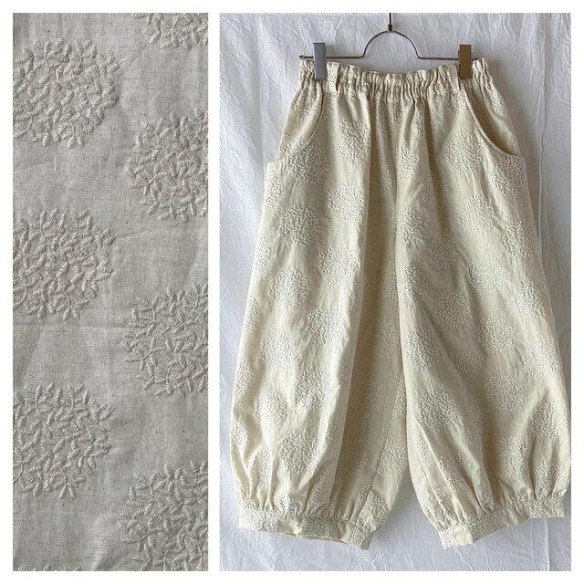 刺繍たっぷり生地のバルーンパンツ:80cm(生成地×刺繍:生成)の画像1枚目