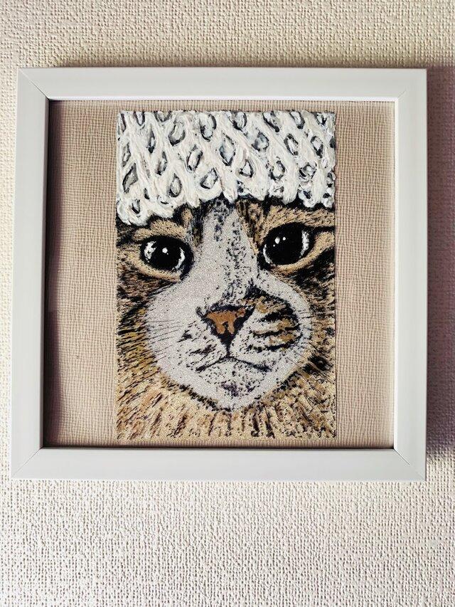 フルーツキャップをかぶった猫の画像1枚目