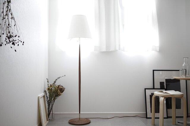 Floor Lamp/walnut 照明 ライト フロアランプ ウォールナット 北欧 無垢 リビング インテリア オブジェの画像1枚目