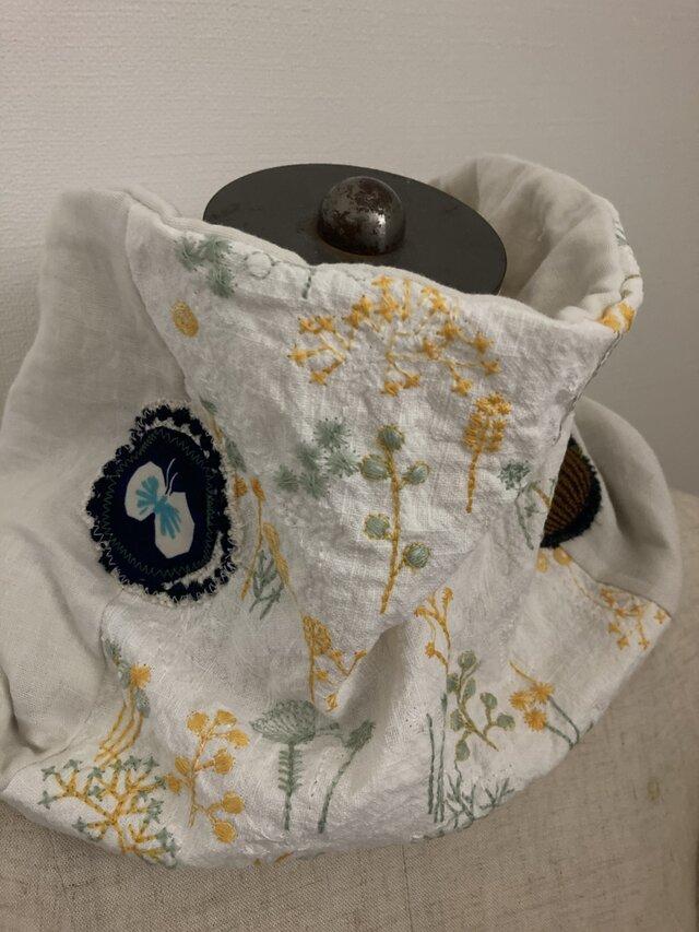 ハンドメイド*ネックウォーマーミモザ刺繍ミナペルホネンパッチ3重ガーゼの画像1枚目