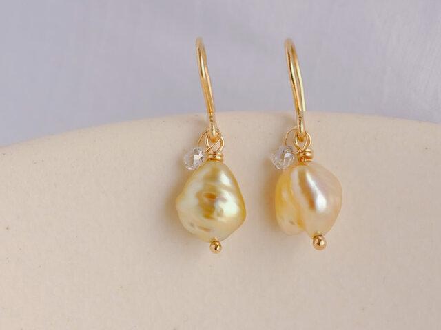 Little treasures charm earrings drop goldの画像1枚目