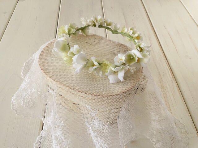 ドール用染め花の花冠(M・ホワイト×グリーン)の画像1枚目