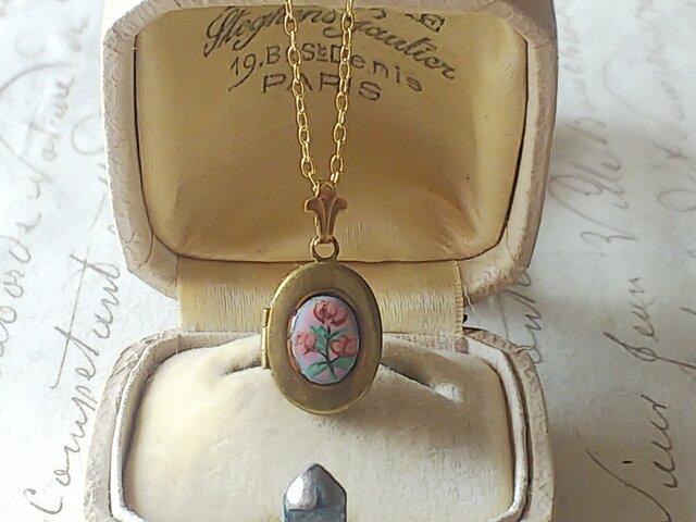 ヴィンテージ Tiny Locket / Pink flower fleur-de-lis ネックレスの画像1枚目
