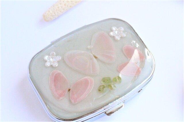 桜貝 蝶々 ピルケースの画像1枚目