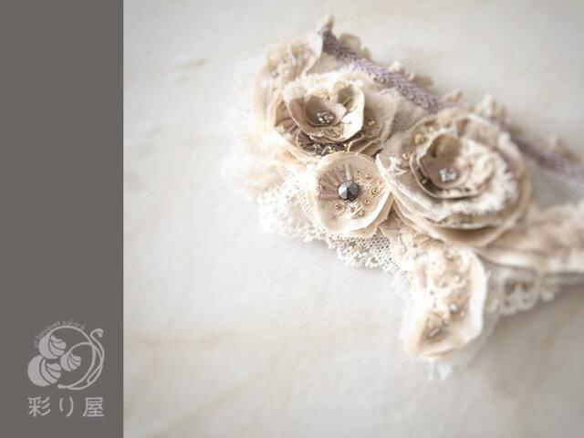 ブローチ【色重ねの花】生成りの画像1枚目