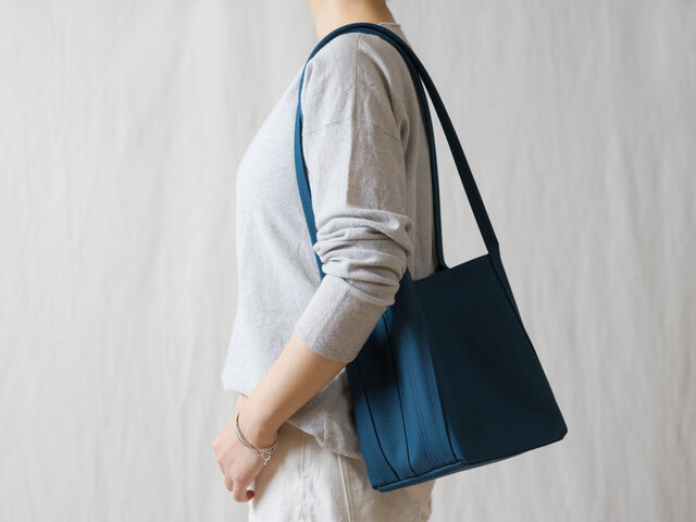 Shiribari tote M ブルーの画像1枚目