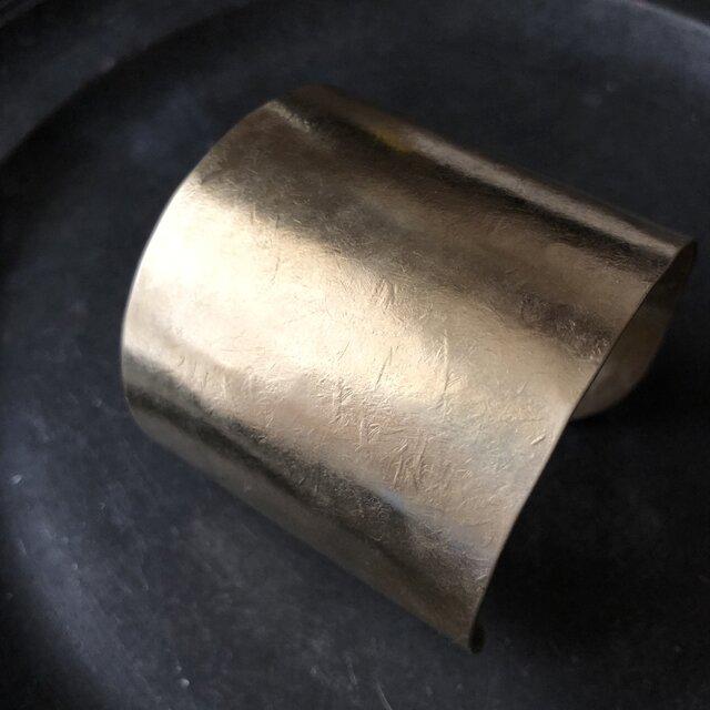 真鍮の太バングルの画像1枚目