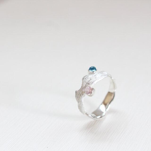 【現物限り】レーラズの指環 ブルートパーズ×ピンクサファイア カボション 誕生石・星座石を用いた一点物リングの画像1枚目