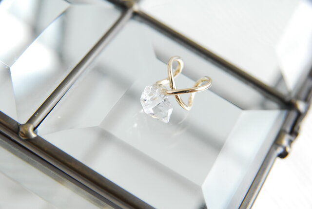 ハーキマーダイヤモンド水晶のイヤカフ 金色の画像1枚目