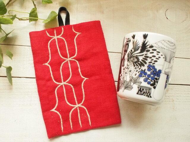 アイヌ刺繍の鍋つかみ リネンのレッド 糸ホップ草木染め の画像1枚目
