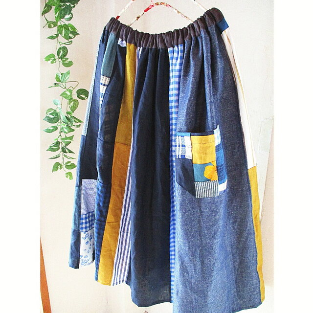爽やかブルー パッチポケットが可愛い 絵画なパッチワーク ギャザースカート チェック 花の画像1枚目