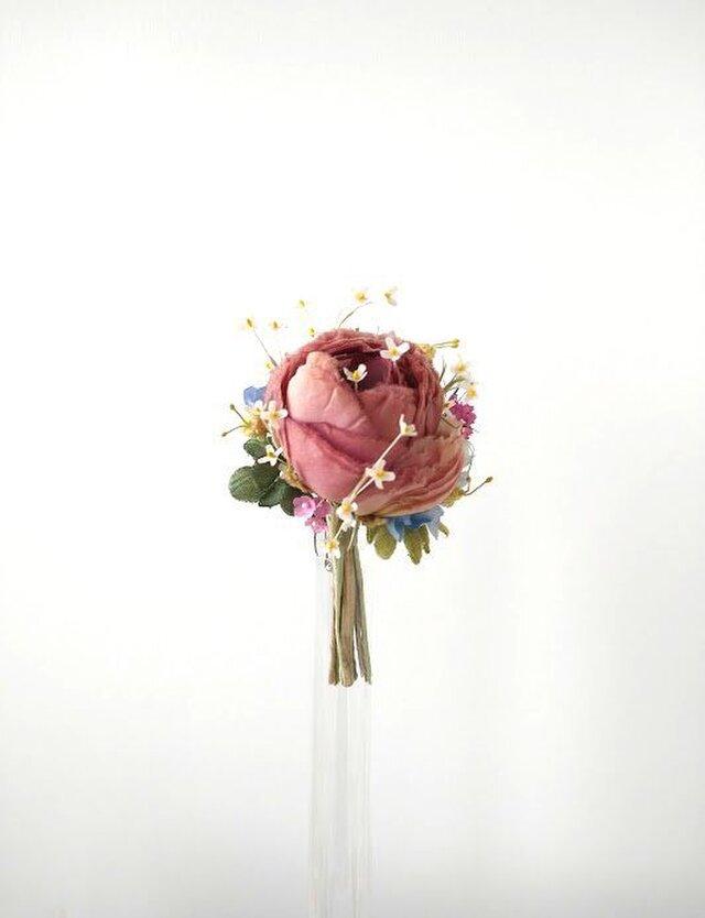 小花にまみれたラナンキュラス オフローズ色 * 薄絹製 * コサージュの画像1枚目