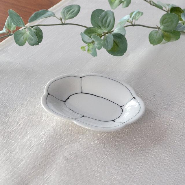 染付線割花形小皿の画像1枚目
