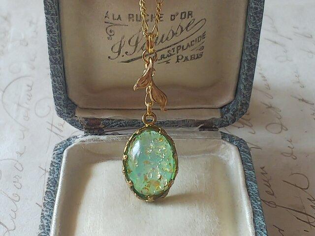 ヴィンテージ Green/Silver・Gold(18×13㎜)Leaf/flower-Crown ネックレスの画像1枚目