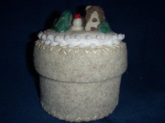 羊毛フェルト北欧のモチーフ 小物入れの画像1枚目
