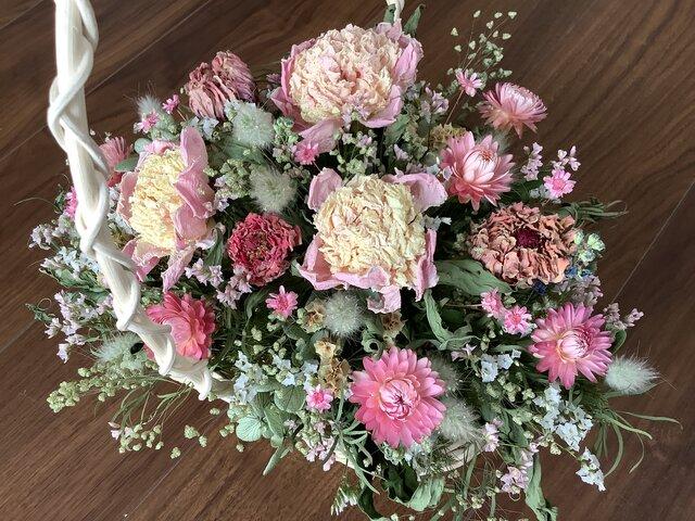 atelierBLUGRA八ヶ岳〜春いろ小花とシャクヤクの花篭の画像1枚目