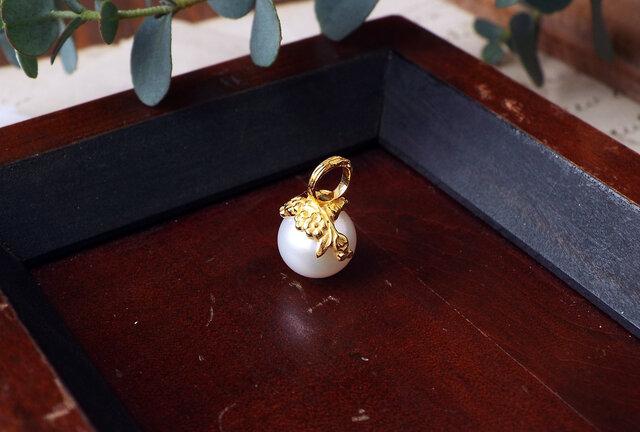 花冠のパールペンダントトップの画像1枚目