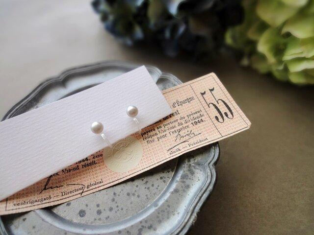 淡水パール のノンホールピアス ■ 一粒の幸福 - 隠された信念 ■ ライトグレー 5~5.5mmの画像1枚目