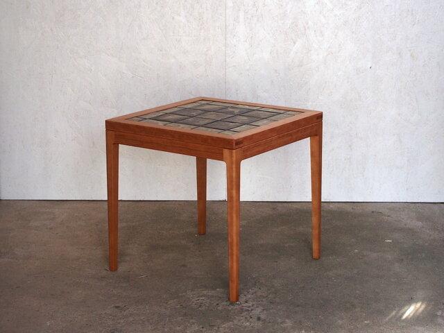 タイルトップテーブルの画像1枚目