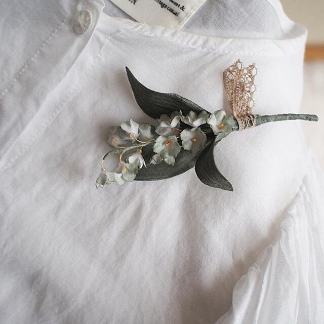 布染花*スズラン-ナチュラル系A*コサージュの画像1枚目