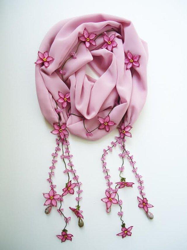 刺繍のお花付き シフォンスカーフのロングラリエット 桜の画像1枚目