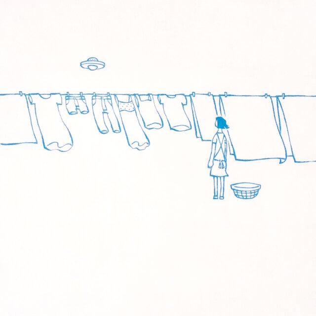 洗濯物とUFO(水色画) 【 Tシャツ 】の画像1枚目