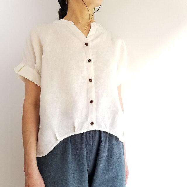 可憐な夏のリネンシャツ★タックフリルの袖と丸みのあるヘムラインが可愛い キナリ | M~4Lの画像1枚目