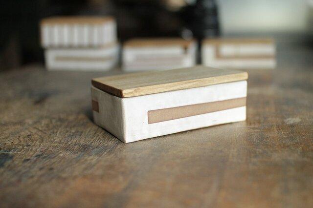 木と陶器のケース No,4の画像1枚目